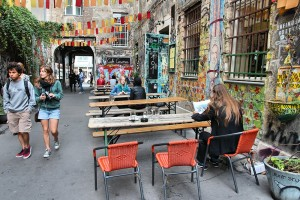 cafe-cinema-hackescher-markt-berlin